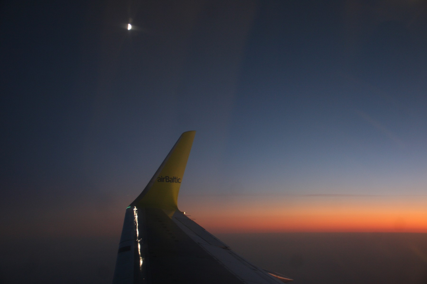 Lune vue depuis l'avion, Air Baltic