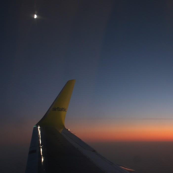 Lune vue depuis l'avion, Air Baltic