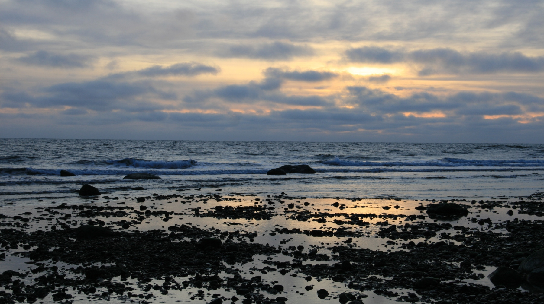 Coucher de soleil sur la mer en Estonie