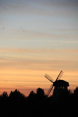 Coucher de soleil et moulin en Estonie