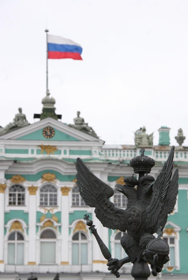 Drapeau russe sur le palais de l'Ermitage