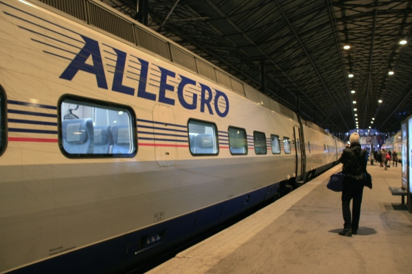 train d'allegro en gare d'Helsinki