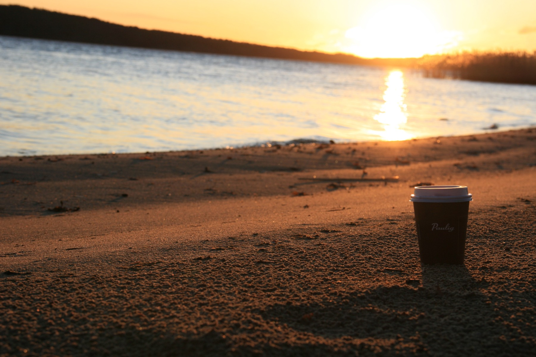 Lever de soleil sur la plage en Finlande