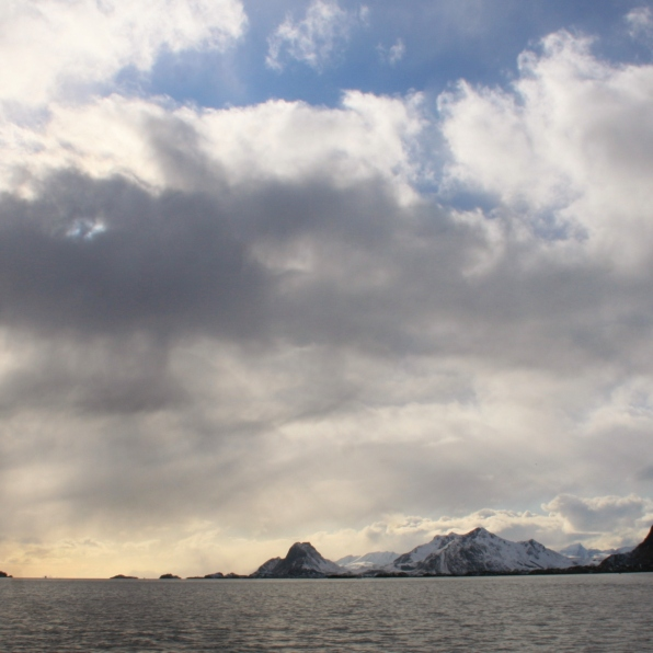 Nuages après la tempête, mer des Lofoten. Avril 2012