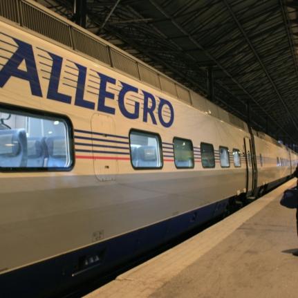 Train Allegro en gare d'Helsinki, Finlande (novembre 2011)