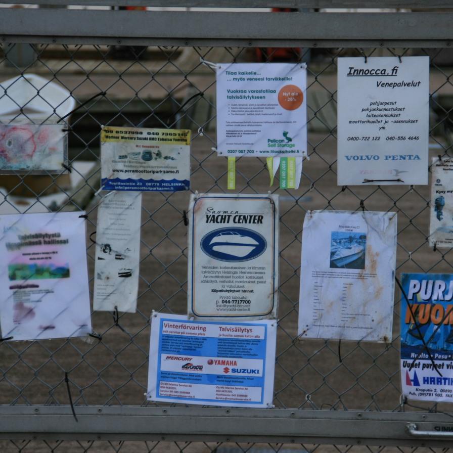 Annonces sur le port, Helsinki, Finlande (novembre 2011)