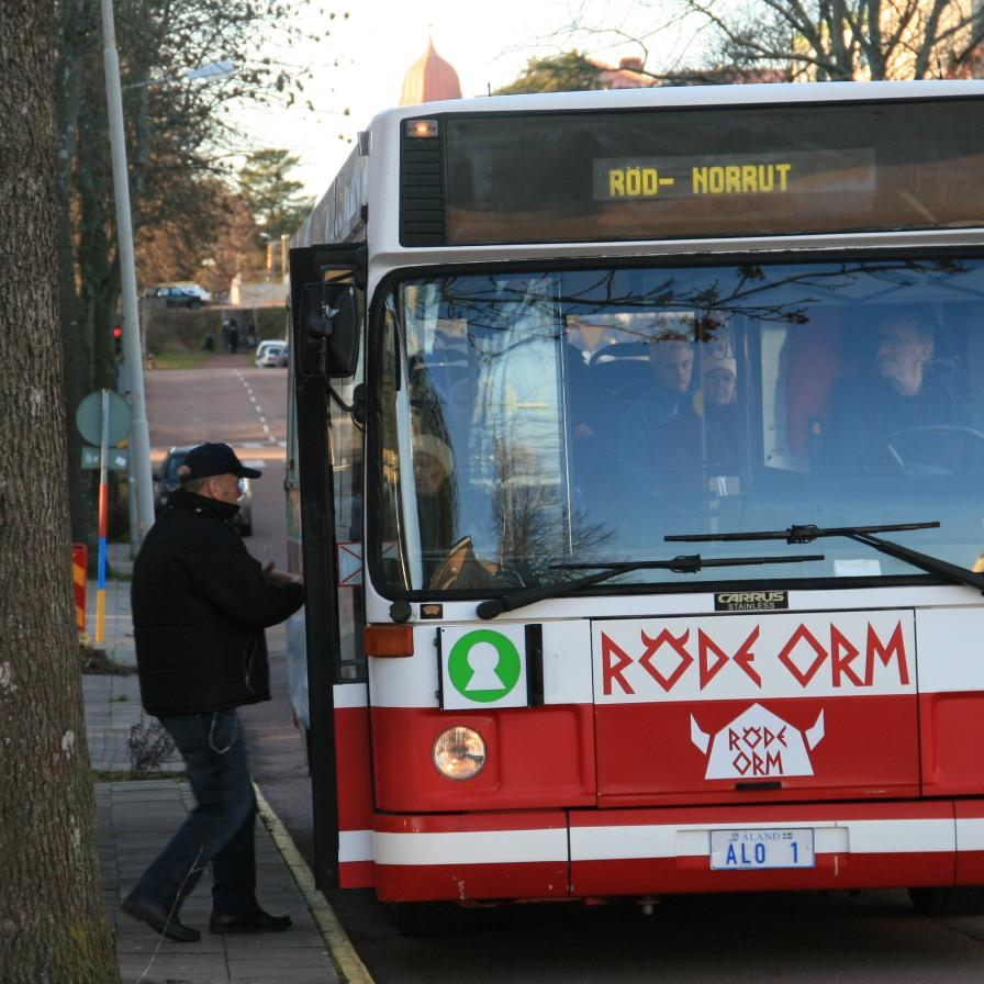 """Bus """"viking"""" dans les Ålands, Finlande (novembre 2011)"""