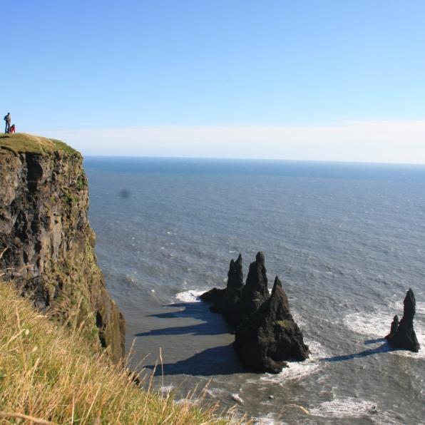 Les rochers de Vik vus depuis la falaise, Islande, septembre 2012