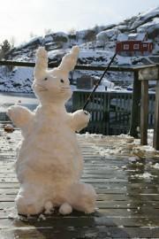 L'hiver aux Lofoten, bonhomme de neige lapin-pêcheur