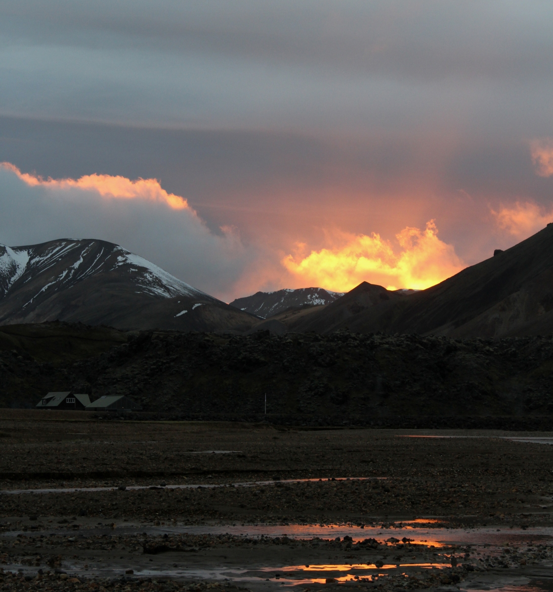 Mini-éruption versus vrai volcan