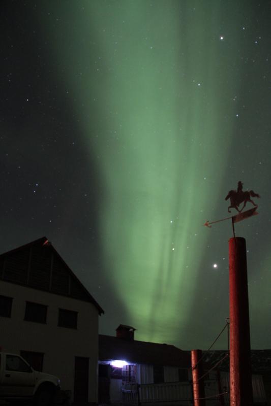 aurore boréale au dessus de l'écurie novembr
