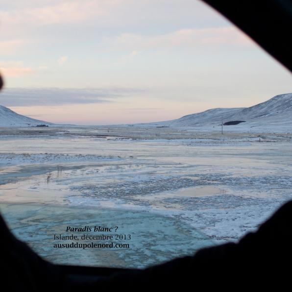 Rivière gelée en Islande
