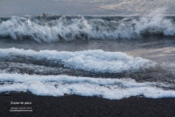 vague océan glaçons en islande de l'ouest borganes