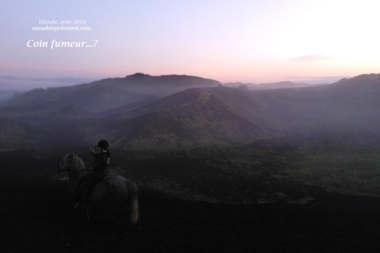 crateres islandais dans la brume