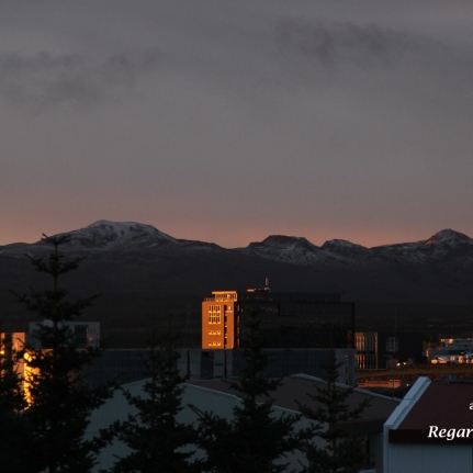 Matin en Islande, début de l'hiver à Reykjavik et premières neiges sur les sommets